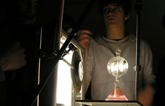 Etudiant TIPE - Expérimentations avec un tube de Crookes